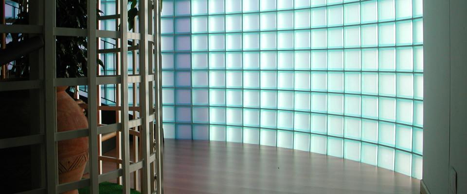 Klare und farbige Glasbausteine